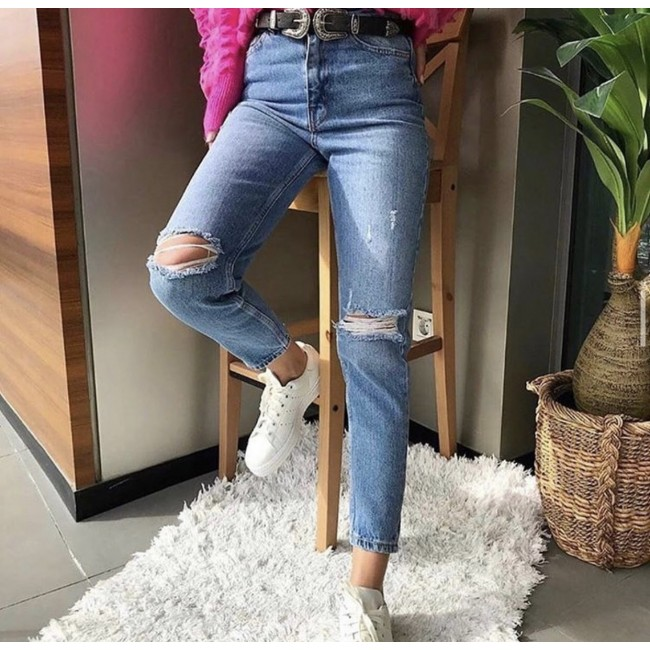 Jeans with kneeholes
